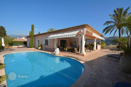 Property for sale in Carros. Superb villa with heated pool, 10 minutes from the airport, easy access to the airport