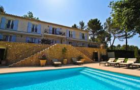 Luxury houses with pools for sale in Côte d'Azur (French Riviera). Refined villa on a plot with a landscaped garden, a pond, a fountain, a pool with salt water and a large parking space, Mougins, France