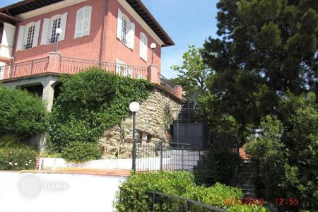 Residential for sale in Ventimiglia. Neat villa resort town of Ventimiglia, on the border of Italy and France
