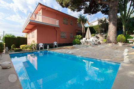 5 bedroom houses for sale in Alella. House for sale in Alella with a lovely garden and swimming pool