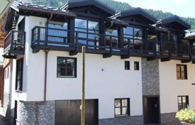 Luxury property for sale in Auvergne-Rhône-Alpes. Spacious townhouse with а balcony and mountain views, in the center of Courchevel, France