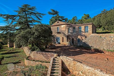 Luxury houses for sale in Tavernes. Large private property Haut-Var