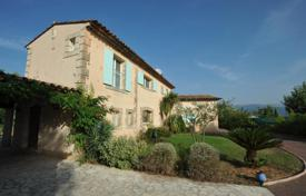 5 bedroom houses for sale in Fayence. Villa with a pond, a swimming pool and a garden, Fayence, France