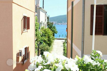 Houses with pools by the sea for sale in Montenegro. Villa – Herceg Novi (city), Herceg-Novi, Montenegro