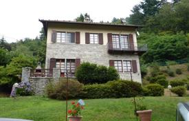 Property for sale in Piedmont. Villa with terrace and garden in a sunny location, surrounded by greenery on the hills of Verbania, just 6 km from Lake Maggiore, Italy