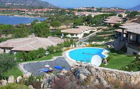 Villas and houses for rent with swimming pools in San Teodoro. Detached house – San Teodoro, Sardinia, Italy