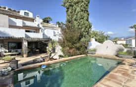 Townhouses for sale in Marbella. Town House for sale in Nueva Andalucia