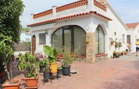 2 bedroom houses for sale in Costa Brava. Cozy house with an accurate garden and a garage, El Mas Bosca, Roses, Costa Brava, Spain