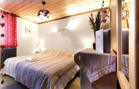 Property to rent in Huez. Cozy chalet 100 m from the ski slopes in Alp d'Huez, French Alps, France