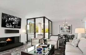 3 bedroom apartments for sale in North America. Designer three-bedroom apartment in Beverly Hills, California, USA