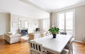 Property for sale in Ile-de-France. Paris 16th District – A delightful 4-bed family apartment