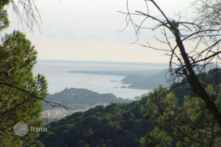 Cheap development land for sale in Costa Brava. Three plots in urb. Serra Brava