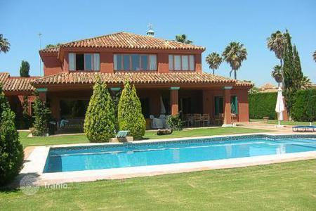 Luxury residential for sale in Castille and Leon. Comfortable villa with large garden