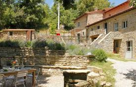 Ancient villa with a huge plot in Cortona, Tuscany, Italy for 870,000 €