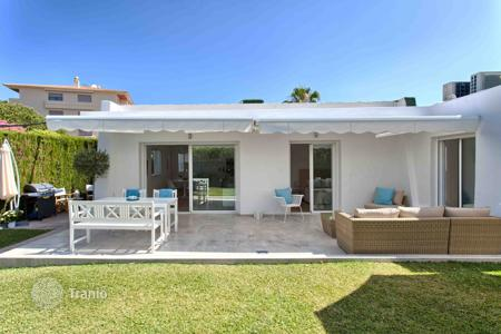 3 bedroom houses for sale in Marbella. Bungalow for sale in Zona Casino, Nueva Andalucia