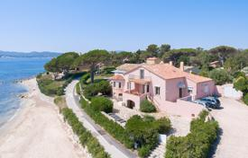 Luxury houses for sale in Grimaud. Spacious villa with a direct access to the beach, sea views and a garage, Grimaud, France