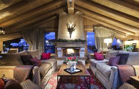 Property for sale in Auvergne-Rhône-Alpes. Cottage with cozy and bright rooms, Courchevel, France