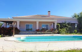 5 bedroom houses for sale in Algarve. Villa With Pool & 2 Annexes, near Altura