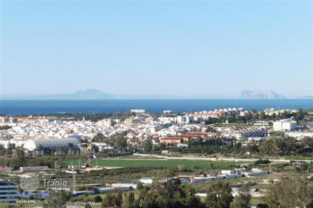 4 bedroom apartments for sale in Andalusia. Apartment for sale in Magna Marbella, Nueva Andalucia