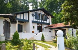 4 bedroom houses for sale in Aquitaine-Limousin-Poitou-Charentes. Two-level villa overlooking the mountains and forest in Cambo-les-Bains, Aquitaine, France