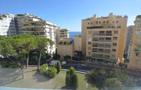 Property for sale in Monaco. Two-bedroom apartment with a sea view