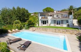 Luxury property for sale in Le Cannet. Beautiful villa with a pool and sea and mountain views, Le Cannet