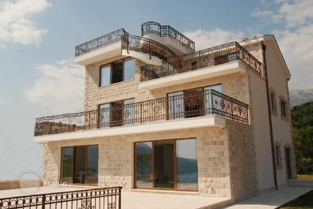 4 bedroom houses for sale in Montenegro. Luxurous villa with a swimming pool on Herzeg-Novi