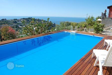 Houses for sale in Liguria. Two-storey villa with swimming pool and panoramic terrace facing the sea in San Remo