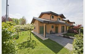 Coastal townhouses for sale in Italy. Terraced house – Lombardy, Italy