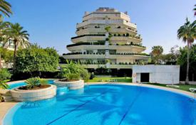 5 bedroom apartments for sale in Marbella. Large duplex penthouse close to the beach in Marbella centre
