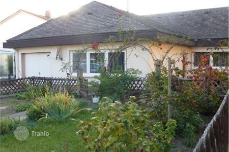 2 bedroom houses for sale in Baden-Wurttemberg. Comfortable house near a lake in Ovingene