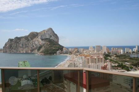 Penthouses for sale in Spain. Penthouse with a panoramic terrace facing the beach and the sea in Calp, Alicante, Costa Blanca