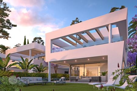 Luxury houses with pools for sale in San Pedro Alcántara. Villa for sale in San Pedro Playa, San Pedro de Alcantara