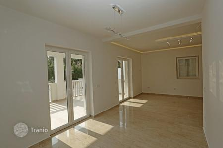 Apartments for sale in Brač. Apartment in Supetar