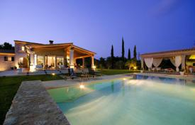 Houses for sale in Majorca (Mallorca). Villa with a large plot of land, a swimming pool and a jacuzzi, Pollenca, Spain