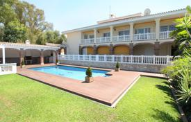 Houses with pools for sale in Mijas. Villa for sale in Calahonda, Mijas Costa