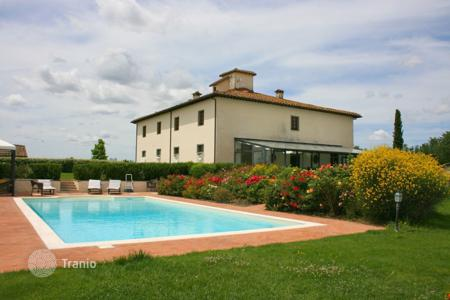 Villas and houses for rent with swimming pools in Castiglion Fiorentino. Villa – Castiglion Fiorentino, Tuscany, Italy