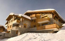 Villas and houses to rent in Montvalezan. A spacious chalet with 3 bedrooms and en-suite bathrooms, a living room with a fireplace, a balcony and a sauna, La Rosiere, France