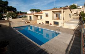 Luxury 4 bedroom houses for sale in Costa Brava. Comfortable villa with a swimming pool, terraces with sea views and a SPA-complex, 50 meters from the beach, Sant Feliu de Guixols, Spain