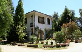 Houses for sale in Apulia. Luxury villa for sale in Lecce, Puglia with swimming pool, tennis court and botanical garden