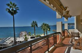 2 bedroom apartments for sale in Antibes. 2 bedroom apartment — Juan les Pins waterfront