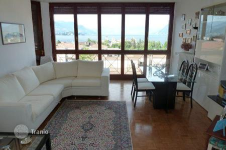 Apartments for sale in Piedmont. The apartment with a balcony and views of Lake Maggiore, in the center of Stresa, Italy