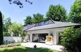 Luxury 4 bedroom houses for sale in Central Europe. Comfortable cottage with a garden, a pool, a sauna and a garage in the prestigious district of Grünwald, Munich, Germany