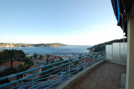 3 bedroom apartments for sale in Villefranche-sur-Mer. Last floor, 4 room with sea view over Villefranche-sur-mer