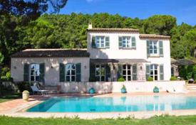 Villas and houses to rent in Gassin. Detached house – Gassin, Côte d'Azur (French Riviera), France