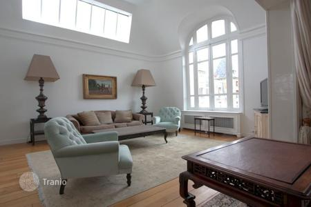 5 bedroom villas and houses to rent in Paris. PARIS 16/ Gorgeous Furnished or Unfurnished House With Garden