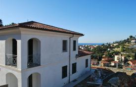 Houses with pools for sale in Liguria. New villa with pool and sea view in Bordighera