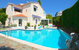 3 bedroom houses for sale in Côte d'Azur (French Riviera). Villa lower Californie close to the shops and the beach