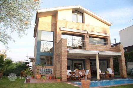 Coastal houses for sale in Alella. Villa – Alella, Catalonia, Spain