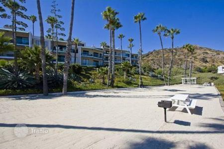 1 bedroom apartments for sale in North America. The apartment is in a gated community in Malibu